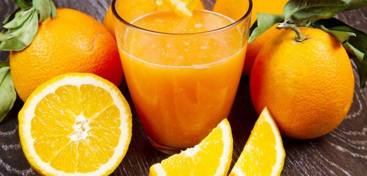 Aurum Bienestar zumo de naranja salud invierno frío