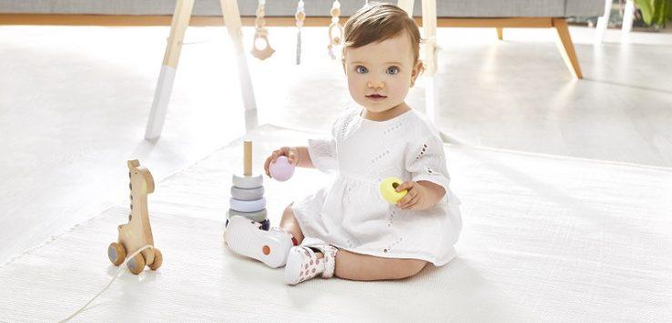 Zapatos infantiles biomecanics para el desarrollo del movimiento de los niños